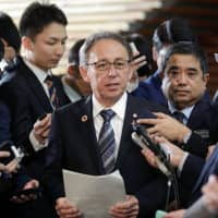 Abe support rate falls; 69% want Okinawa vote on base issue respected