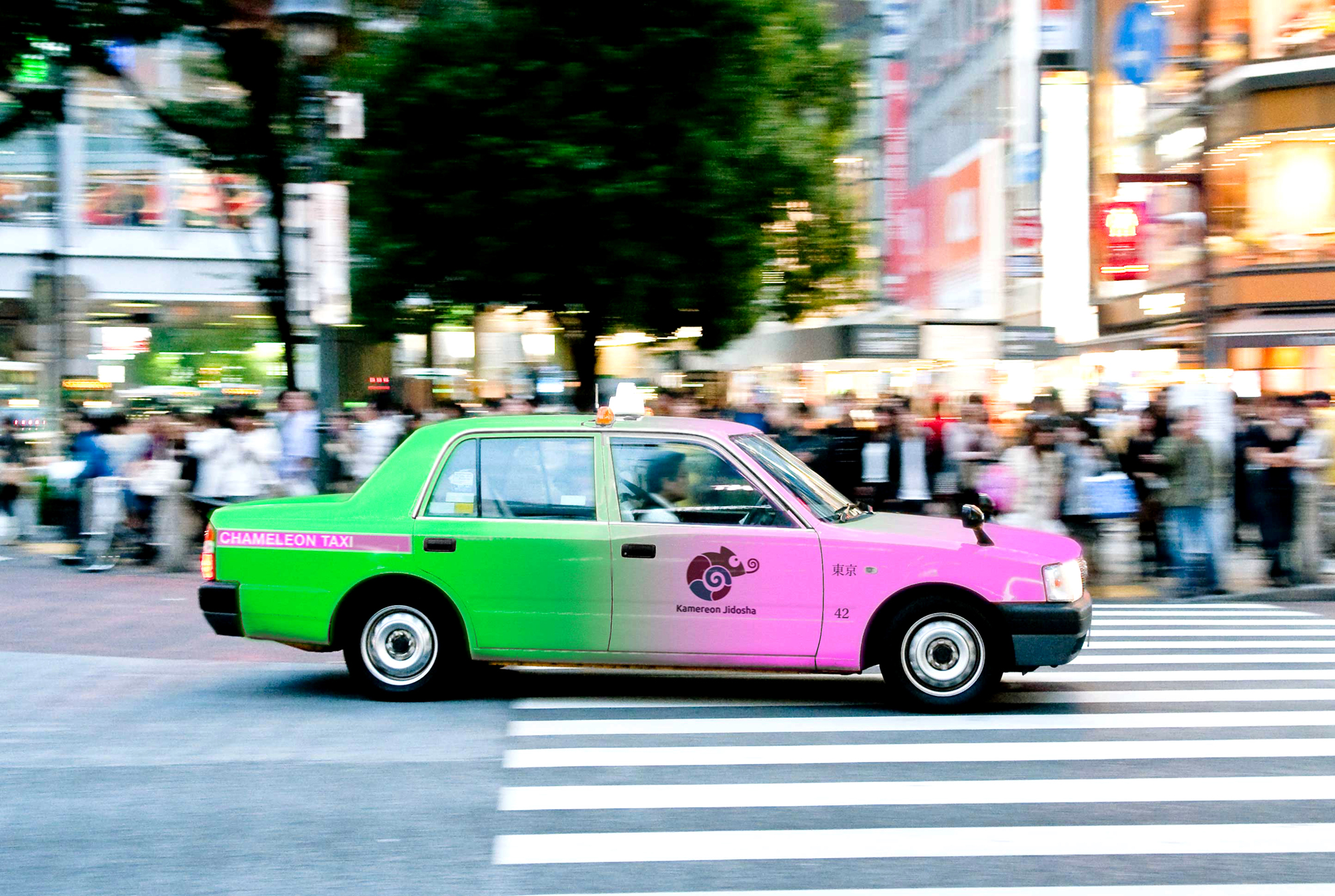 With taxis that change color to indicate their status, Kamereon Jidosha K.K. is hoping to stand out among the competition in Tokyo. | GETTY IMAGES / THE JAPAN TIMES