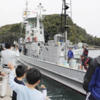Whaling vessel leaves Taiji port for last 'scientific' mission before Japan withdraws from IWC