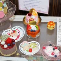 A display of items made from Tamiya's line-up of products to make confectionery models. | KYODO