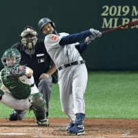 Ichiro hitless, but Mariners outslug Athletics in MLB season-opening game
