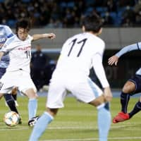 Kengo Nakamura shoots during the first half of Frontale's Asian Champions League match against Sydney FC on Wednesday in Kawasaki. | KYODO