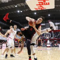 Alvark power forward Joji Takeuchi corrals a rebound in Sunday's series finale against the Northern Happinets in Tachikawa. Tokyo topped Akita 79-63. | B. LEAGUE