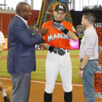 On August 7, 2016, when he was playing for the Marlins, Ichiro achieved the 3,000th career hit in the majors. | KYODO