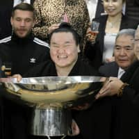 Dominant Hakuho continues to redefine greatness