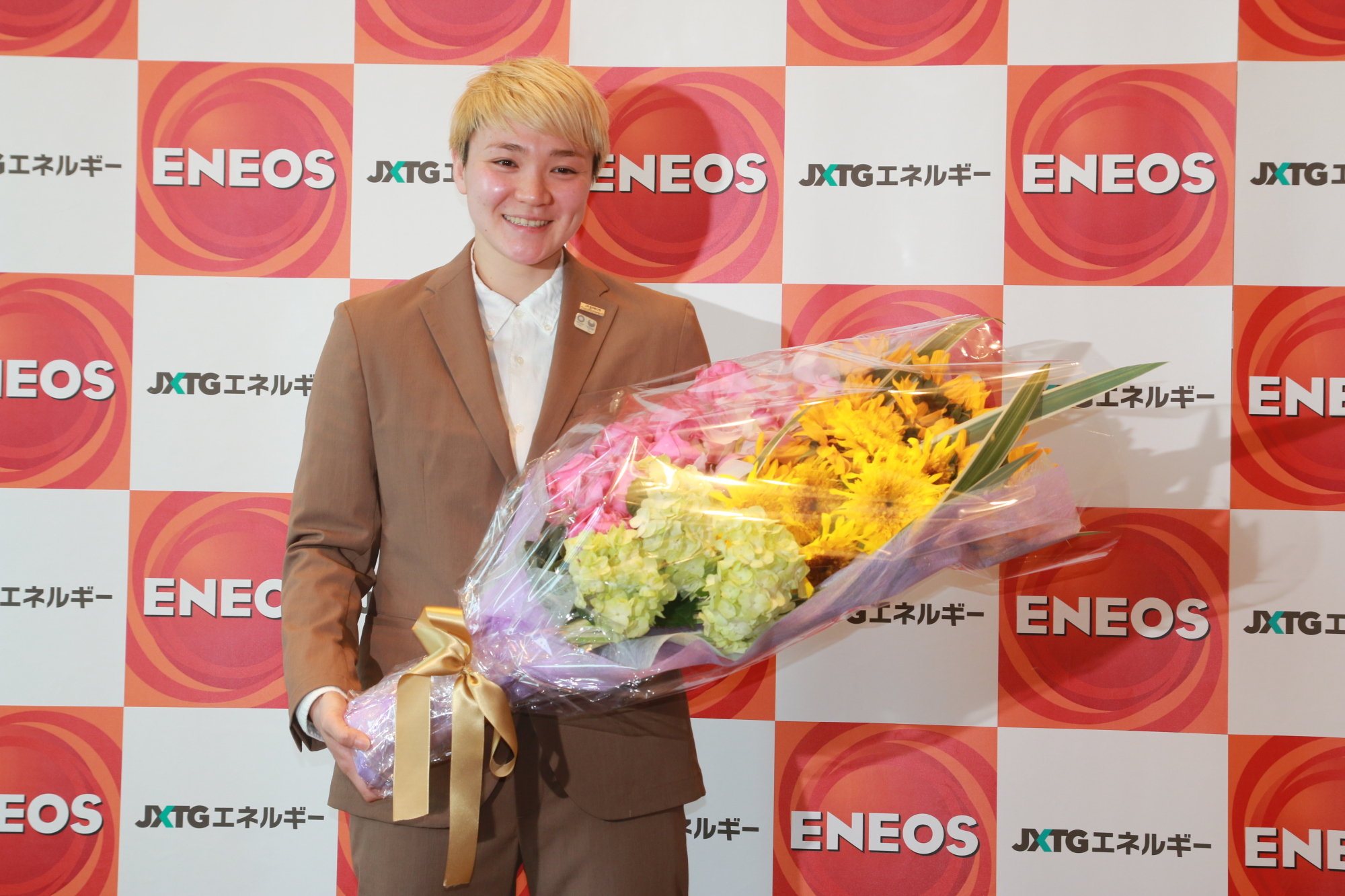 Jx-Eneos Sunflowers guard Asami Yoshida poses for photos at a news conference announcing her retirement on Monday. | KAZ NAGATSUKA