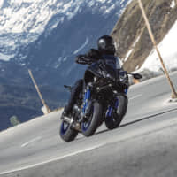 Yamaha's NIKEN line features a new radical look with unique leaning multi-wheel technology. | © YAMAHA