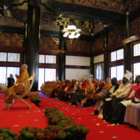 The Grand Buddhist Ceremony was held in the presence of various dignitaries at Sampozan Muryojuji Temple in Kato, Hyogo Prefecture, on April 8. | MASAAKI KAMEDA