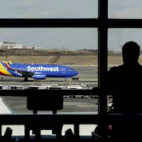 U.S. airlines back up after second system glitch in a week