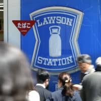 Lawson is reducing the number of stores running 24 hours a day in light of a staff shortage. | KYODO