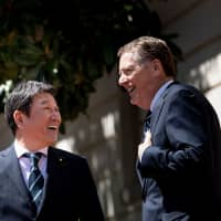 Economic revitalization minister Toshimitsu Motegi (left) and U.S. Trade Representative Robert Lighthizer talk before a meeting on Tuesday in Washington. | AFP-JIJI