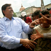 Peruvian presidential candidate Alan Garcia greets supporters during a campaign rally in Catacaos in May 2006. | REUTERS