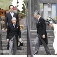 Emperor visits father's tomb before April 30 abdication