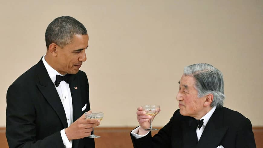 U.S. President Barack Obama and Emperor Akihito toast during a banquet at the Imperial Palace in Tokyo on April 24, 2014.