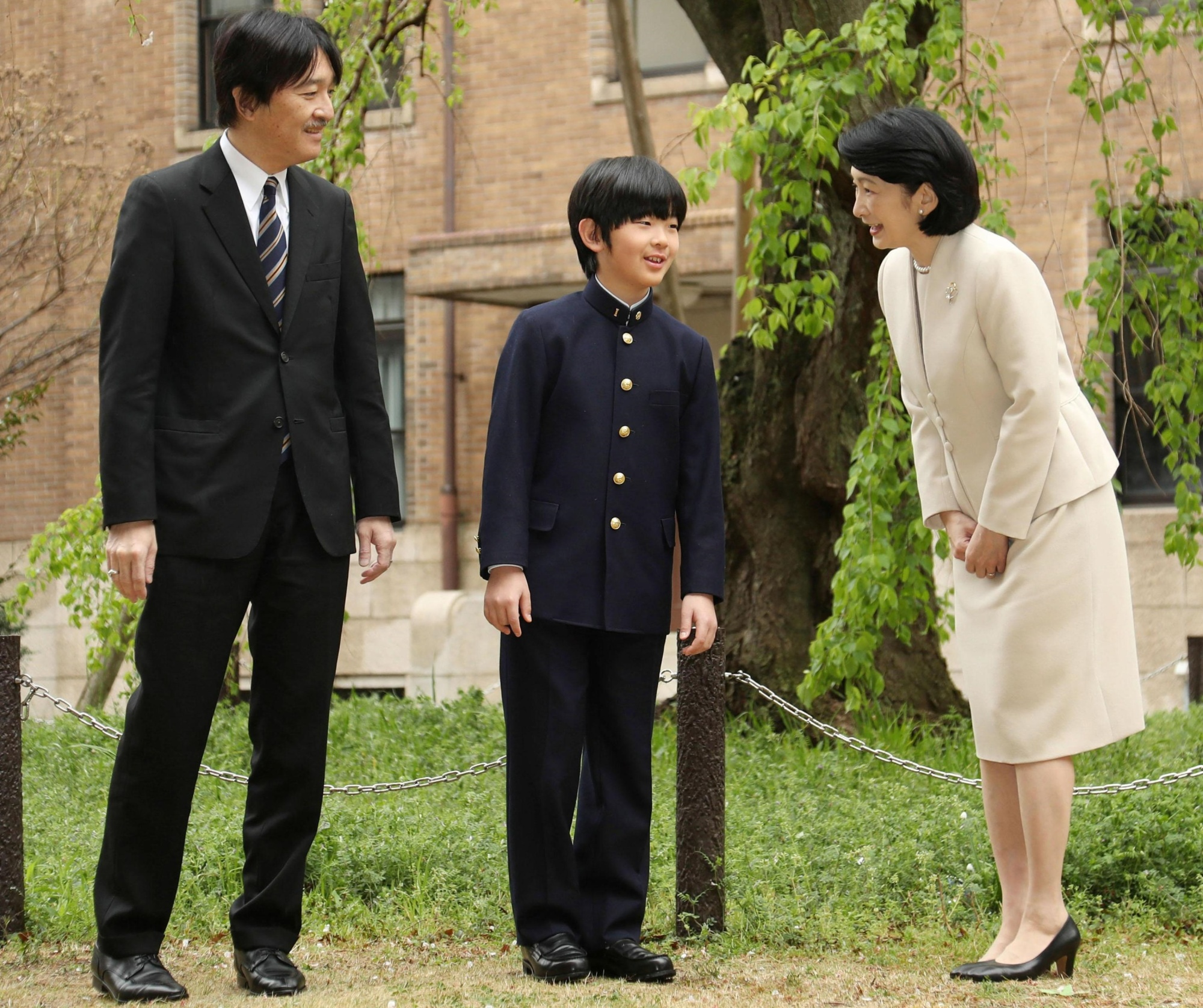Prince Hisahito prepares to pose for a photo with his parents, Prince Akishino and Princess Kiko, before attending the entrance ceremony for a junior high school affiliated with Ochanomizu University in Tokyo's Bunkyo Ward on Monday. | POOL / VIA KYODO