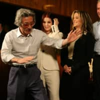 Prime Minister Junichiro Koizumi impersonates Elvis Presley at the singer's Graceland home in Memphis, Tennessee, in June 2006 as Priscilla Presley, Lisa Marie Presley and U.S. President George W. Bush look on. | ASSOCIATED PRESS