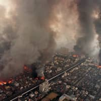 Widespread destruction: Some believe that the Great Hanshin Earthquake of 1995 could have ended an earlier era. | KYODO