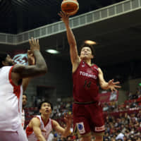 Kawasaki's Naoto Tsuji shoots the ball from close range in the first quarter on Friday against Toyama at Todoroki Arena. The Brave Thunders beat the Grouses 86-79. | B. LEAGUE
