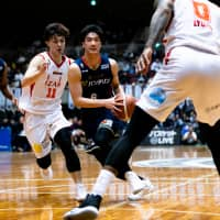 B-Corsairs guard Taichi Nakamura drives to the basket in the second quarter against the Grouses on Friday night at Yokohama Cultural Gymnasium. | B. LEAGUE