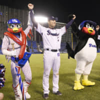 Swallows reliever Ryota Igarashi combats stiffness with stretching