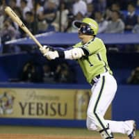 Swallows feast on Giants pitching in rout