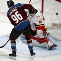 Mikko Rantanen nets OT winner as Avalanche take 3-1 series lead against Flames