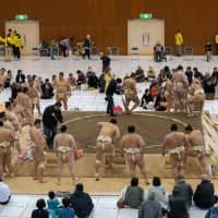 Like other events during the jungyo, or regional tour, the April 6 meet in Uji, Kyoto Prefecture, offered sumo fans a chance to watch the sport in a far more relaxed setting than one of the six main tournaments. | JOHN GUNNING