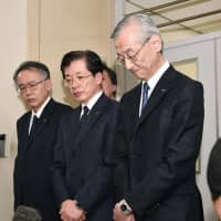 IHI Corp. executives including President Tsugio Mitsuoka (right) face the media after receiving a business improvement order from the transport ministry on April 9 in the wake of a scandal over improper maintenance work at the jet-engine manufacturer. | KYODO