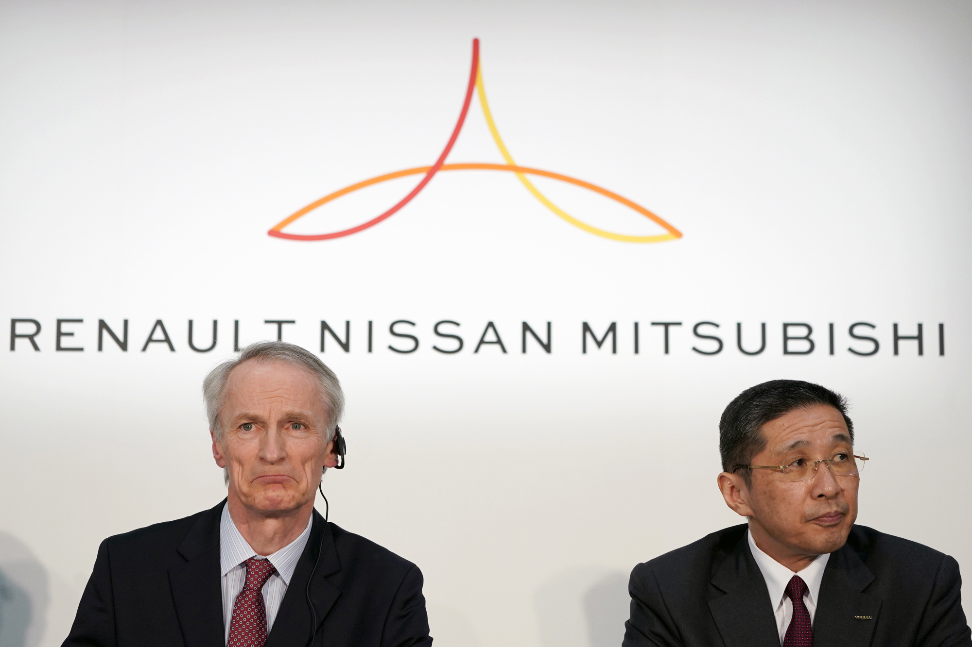Jean-Dominique Senard (left), chairman of Renault and Nissan Motor Co. President Hiroto Saikawa hold a news conference in Yokohama on March 12. | BLOOMBERG