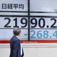 The Nikkei 225 stock average fell below 22,000 on Tuesday, hit by renewed concerns over U.S.-China trade tensions. | KYODO
