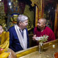 U.S. ambassador urges China to talk to the Dalai Lama during Tibet trip