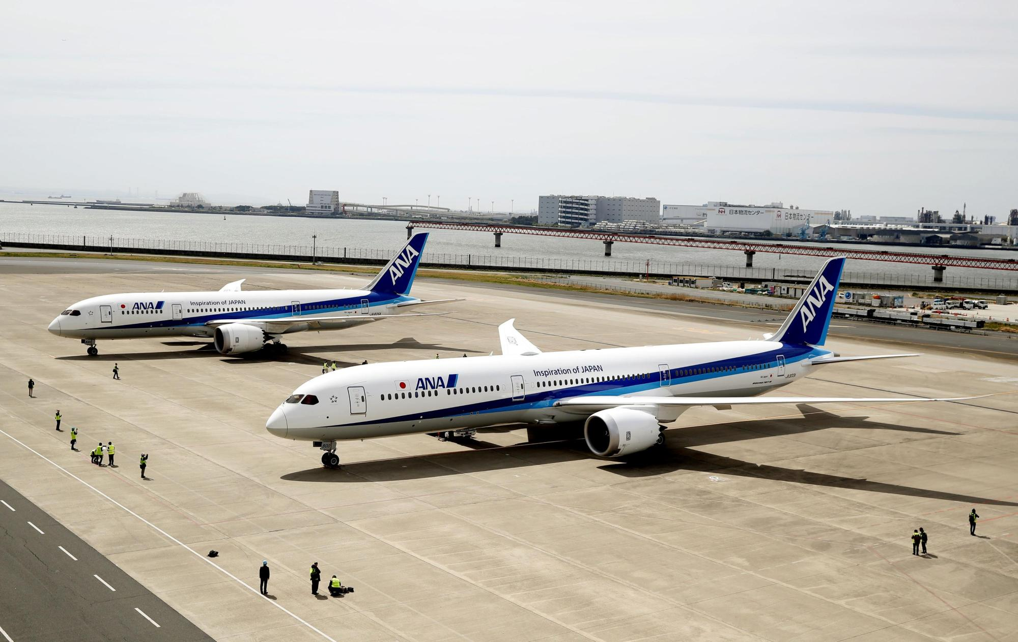 An All Nippon Airways jet bound for Kumamoto landed at Chubu airport near Nagoya on Wednesday evening due to engine trouble. | KYODO