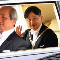 A vehicle carrying Emperor Naruhito arrives at the Imperial Palace in Tokyo on Wednesday. | AFP-JIJI