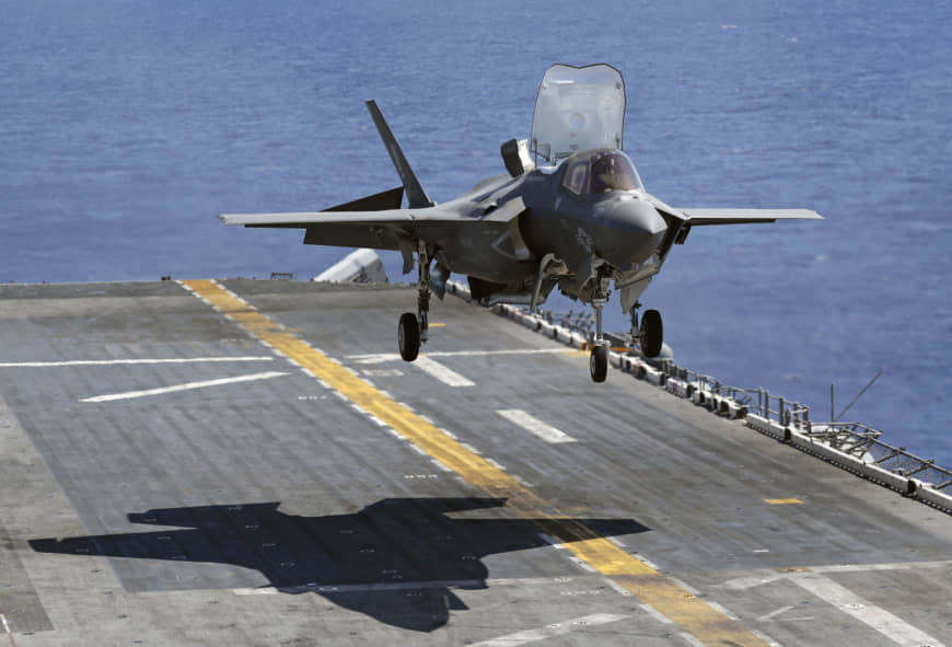 A U.S. F-35B stealth fighter flies above the USS Wasp in the Pacific Ocean in March 2018. | KYODO
