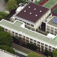 Ochanomizu University Junior High School resumed classes Monday following an incident late last month in which an intruder left knives on a desk used by Prince Hisahito. | KYODO