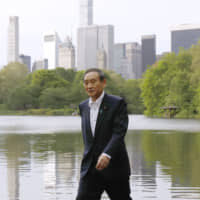 Chief Cabinet Secretary Yoshihide Suga strolls through Central Park in New York on May 11. | KYODO