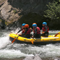 Paddles at the ready: Amateur rafters take to the Tama River.   KIT NAGAMURA