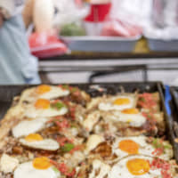 No yolking around with these noodles: This yatai (food stall) tops its yakisoba with a fried egg. | MAKIKO ITOH