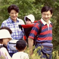 The imperial family takes a walk in the Numappara Marshland, Tochigi Prefecture, in August 2002. | KYODO