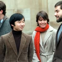 Then-Crown Prince Naruhito talks with his friends at Oxford University's Merton College in December 1983. He spent two years living in a dormitory and studying at the university. | KYODO