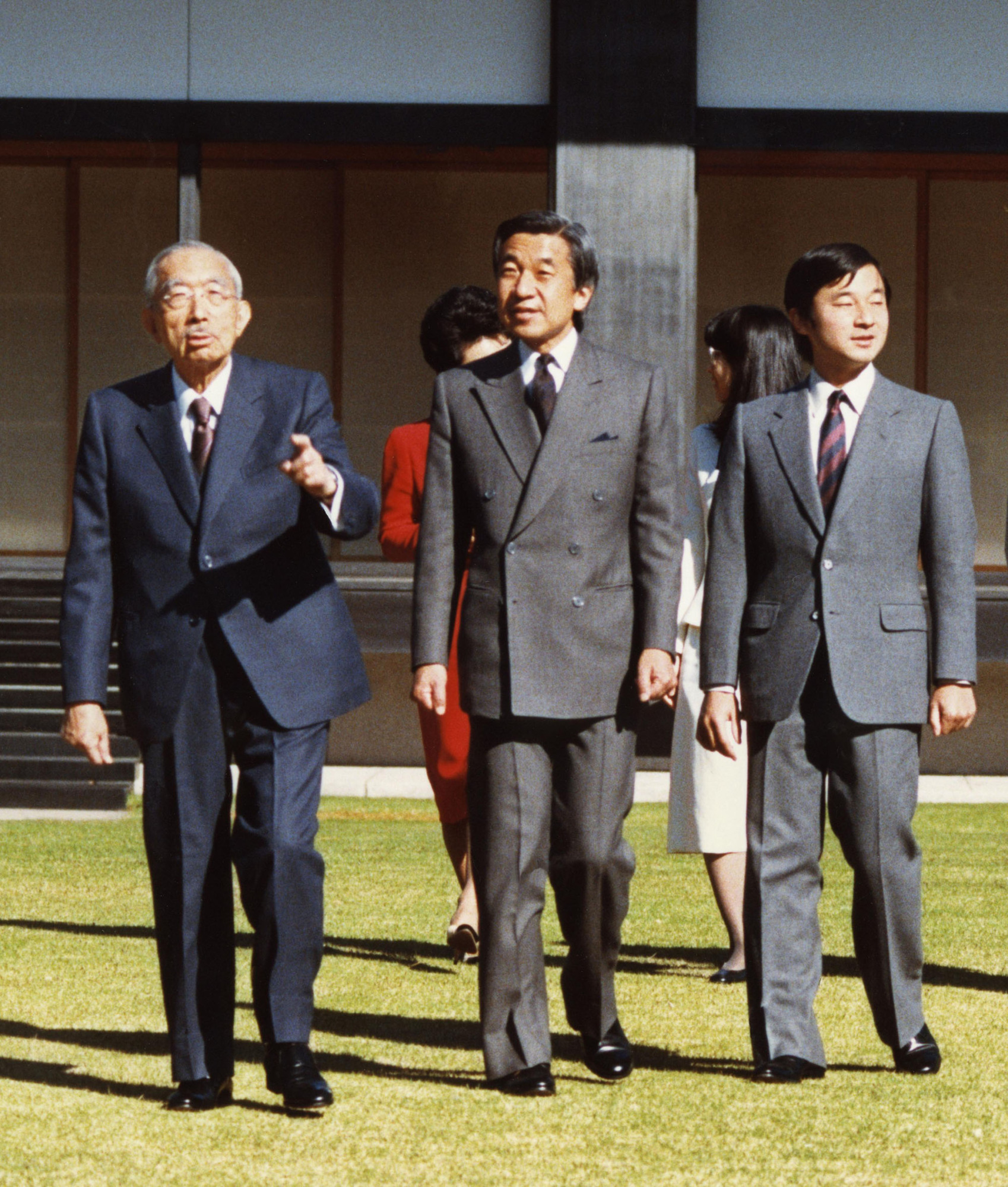 Emperor Hirohito, Crown Prince Akihito and his grandson Prince Hiro (later Crown Prince Naruhito) stroll through the Imperial Palace on Nov. 22, 1987. They went on to become three generations of emperors through the eras of Showa, Heisei and now Reiwa.