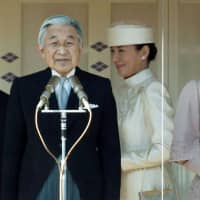 Emperor Akihito, Empress Michiko, Crown Prince Naruhito and Crown Princess Masako greet well-wishers gathered at the palace to celebrate the emperor's 77th birthday on Dec. 23, 2010. | REUTERS