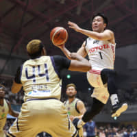 Alvark Tokyo guard Genki Kojima and his teammates earned a 67-57 victory over the Ryukyu Golden Kings in Game 1 of their B. League Championship semifinal series on Saturday in Okinawa City. | B. LEAGUE