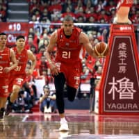 Jets center Gavin Edwards contributed 10 points, nine rebounds and six assists in a quarterfinal playoff series-clinching win over the Grouses on Sunday. | B. LEAGUE