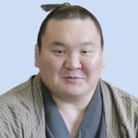 Hakuho pulls out of Summer Basho with arm injury