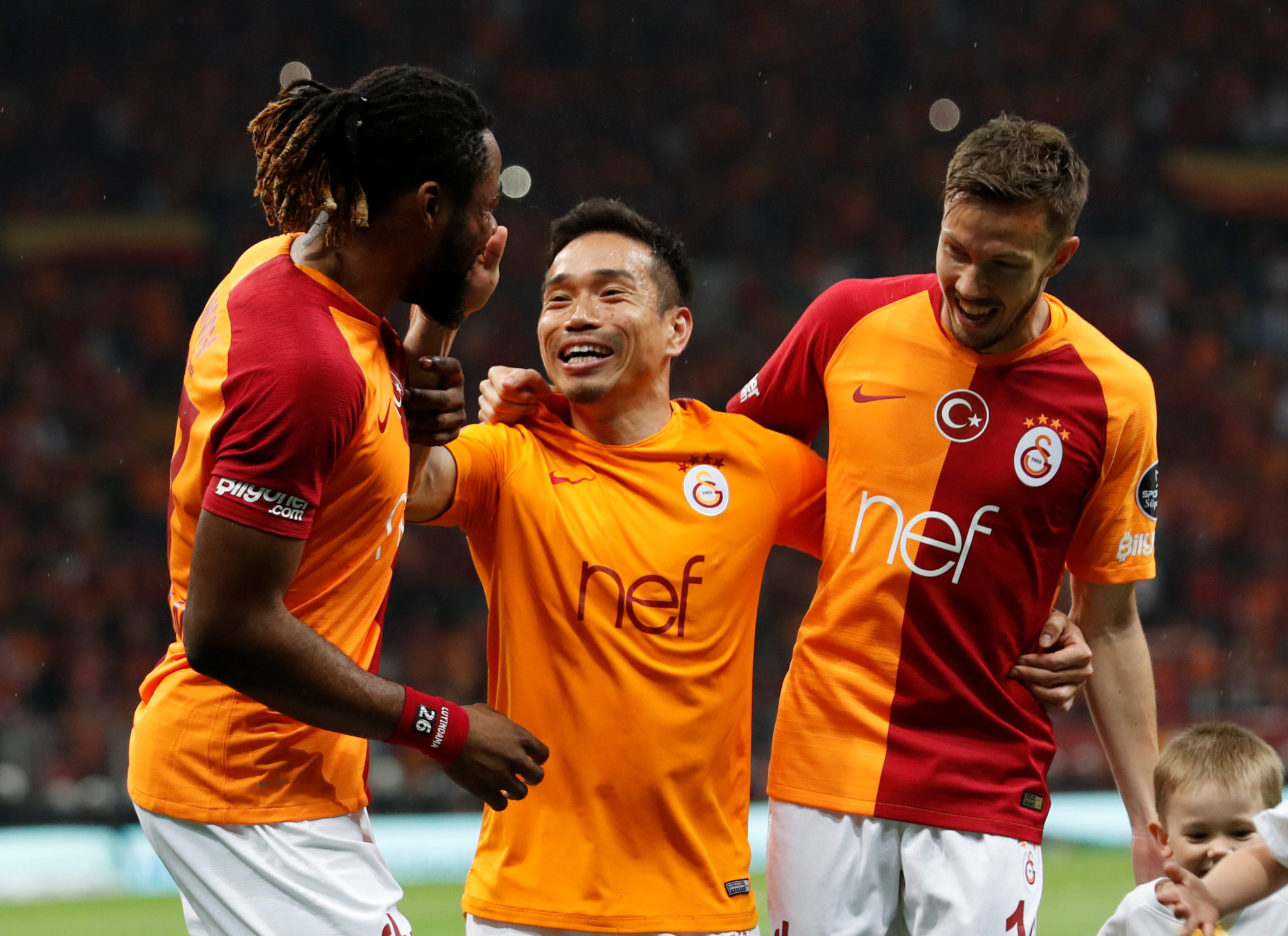 Galatasaray's Yuto Nagatomo (center) celebrates with teammates after their win over Besiktas on Sunday in Instanbul. | REUTERS