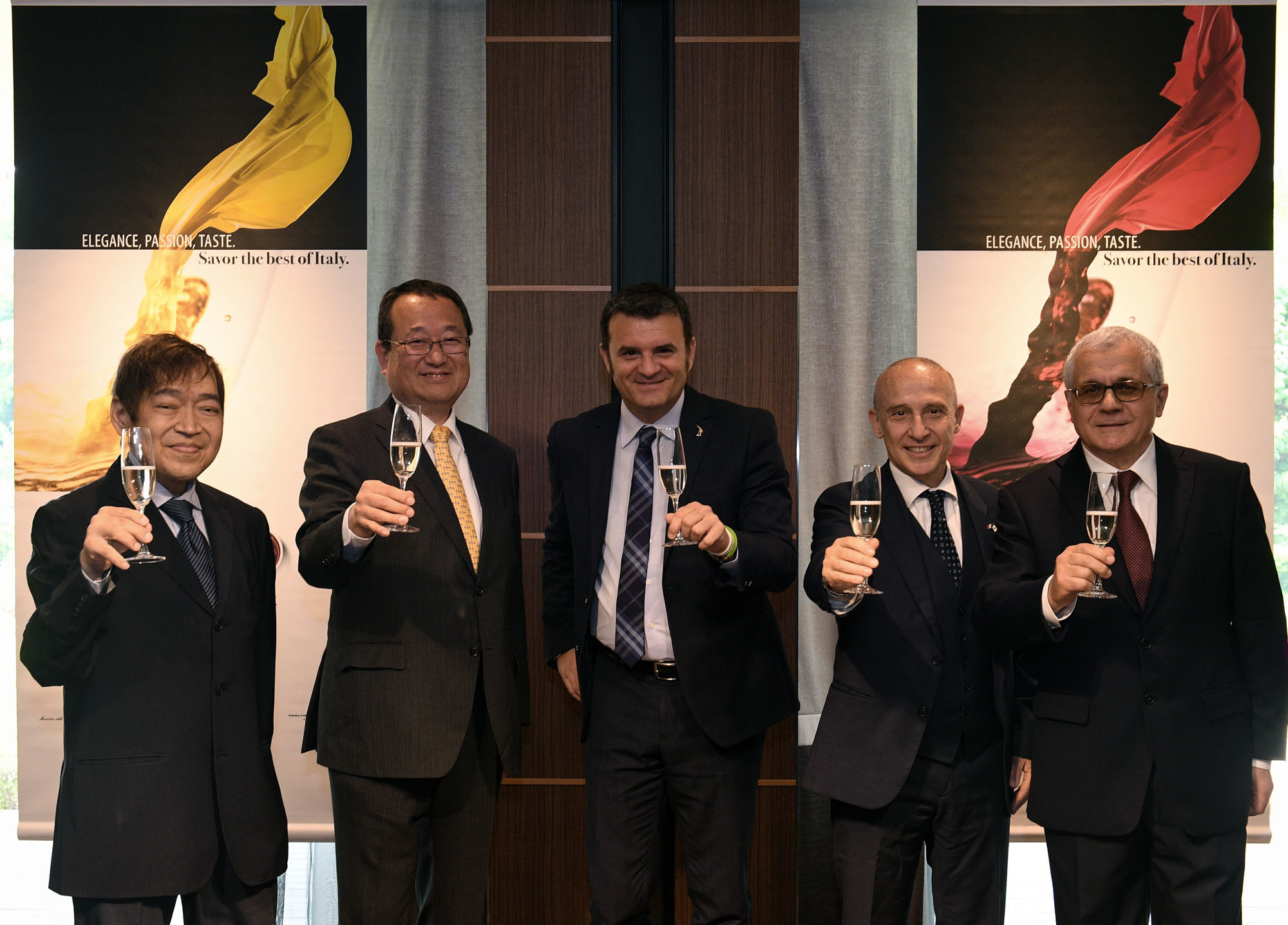 "Italian Minister of Agricultural Food, Forestry and Tourism Policies Gian Marco Centinaio (center) poses with (from left) Director-sommelier of Vino Della Pace Kazuo Naito, wine journalist Isao Miyajima, Italian Ambassador Giorgio Starace and Head of the Trade Promotion Section at the Italian Embassy Aristide Martellini at the launch of an event titled ""6,000 Years of Italian Wine'' at the Hotel New Otani on      May 13.  yoshiaki miura"