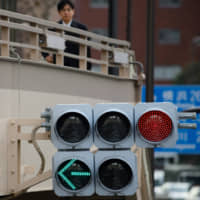 Japan to install 5G network relay devices on traffic signals