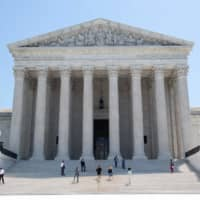 The U.S. Supreme Court in Washington ruled Monday in favor of the clothing brand FUCT in a free speech case. The nation's highest court, in a 6-3 decision, struck down a federal prohibition on the registration of trademarks deemed to be 'immoral or scandalous.' The court held that such a prohibition violates the First Amendment right to free speech. | AFP-JIJI