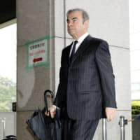 Carlos Ghosn heads to the Tokyo District Court for a pretrial proceeding on Monday. | KYODO